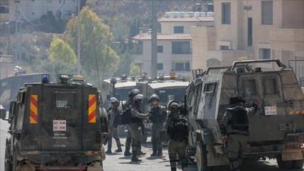 Fuerzas israelíes arrasan terreno y arrestan a palestinos