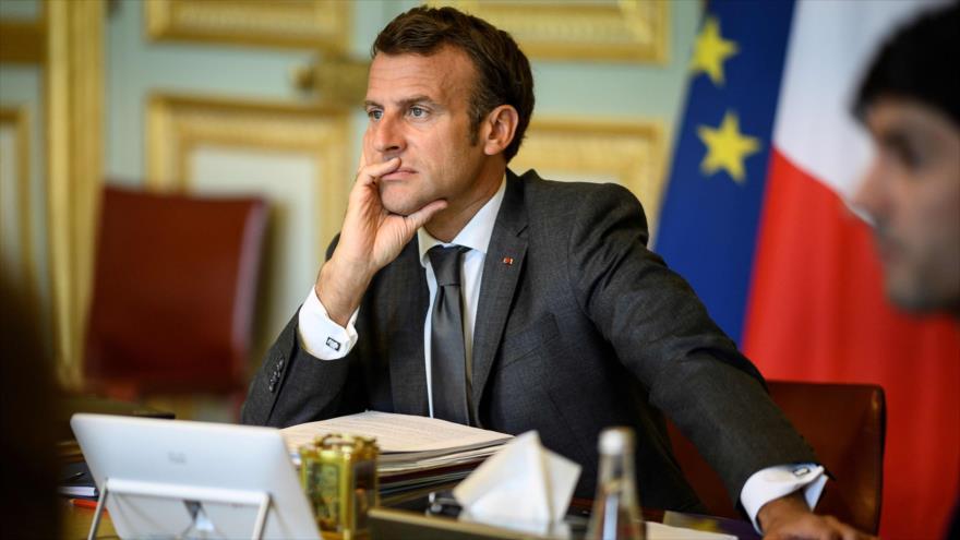 El presidente francés, Emmanuel Macron, asiste a una reunión del Consejo Europeo por videoconferencia desde el Palacio del Elíseo, París, 19 de junio de 2020. (FOTO: AFP)