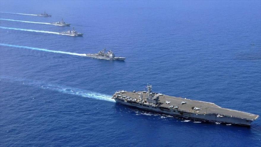 El portaviones estadounidense USS Nimitz y varios buques de guerra de la Armada de EE.UU. en el mar de la China Meridional.