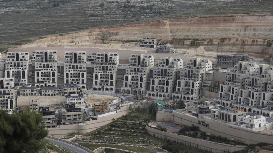 Asentamiento israelí de Givat Zeev, cerca de la ciudad palestina de Ramalá en la ocupada Cisjordania, 13 de mayo de 2020 (Foto: AFP).