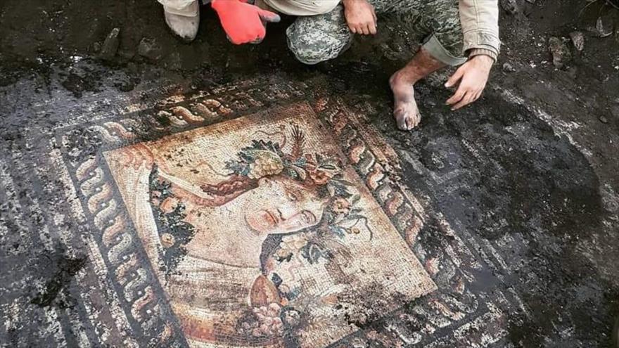 Los terroristas del denominado Ejército Libre de Siria (ELS), apoyados por Turquía, saquean antigüedades de Afrin.