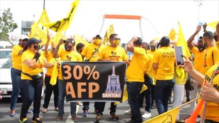 Dominicanos marchan para exigir el 30% de sus fondos AFP