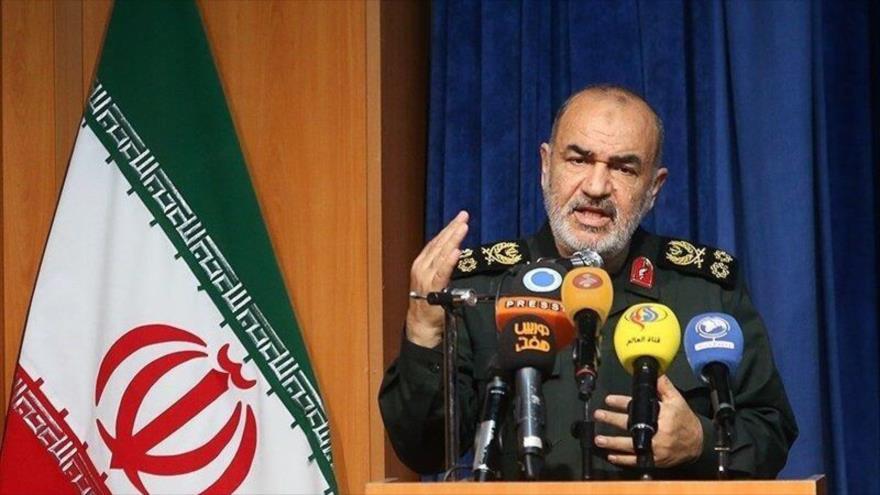 El comandante en jefe del Cuerpo de Guardianes de la Revolución Islámica (CGRI) de Irán, el general de división Hosein Salami, en una rueda de prensa.