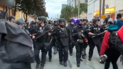 Policía expulsa a manifestantes de zona de protesta en Seattle