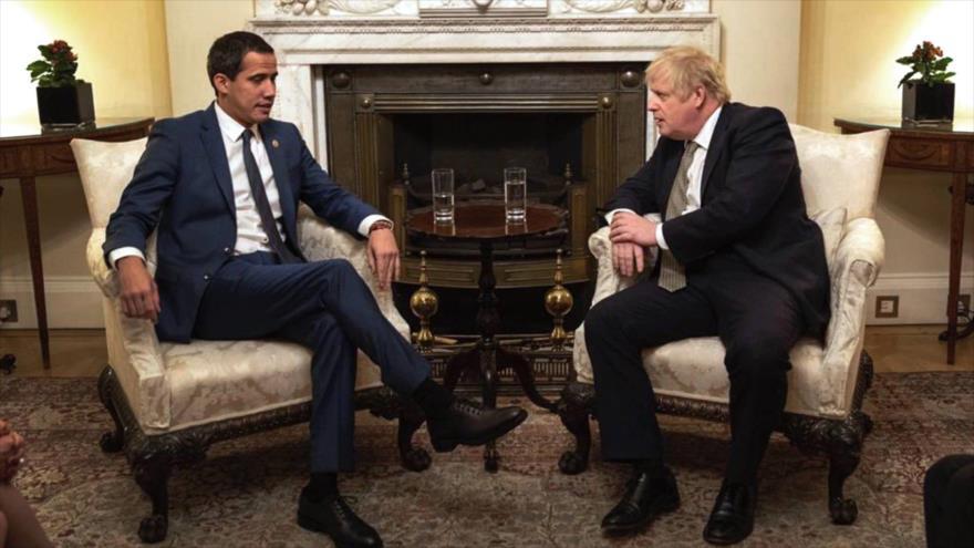 El líder opositor venezolano, Juan Guaidó (izda.), en una reunión con el primer ministro británico, Boris Johnson, en Londres, 21 de enero de 2020.
