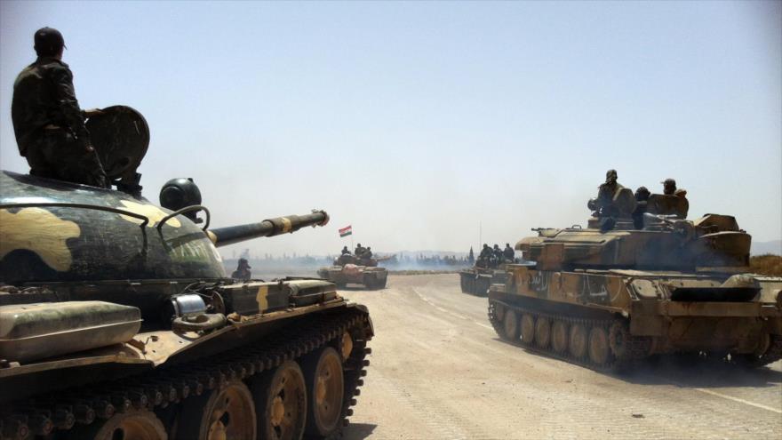 Tanques del Ejército sirio en medio de una batalla antiterrorista.