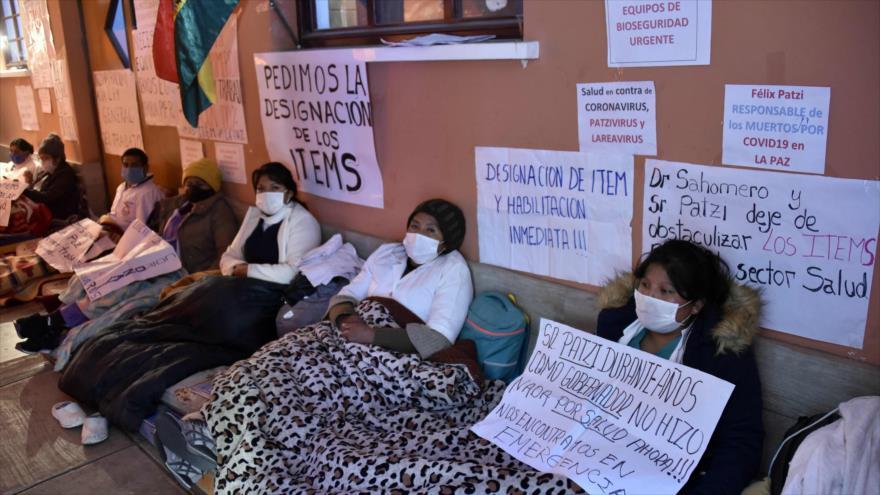 Trabajadores del sector de salud realizan una huelga de hambre exigiendo suministros para enfrentar Covid-19, La Paz, Bolivia, 27 de mayo de 2020. (Foto: AFP)