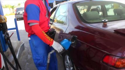 Dominicanos se quejan por aumento del precio de combustibles