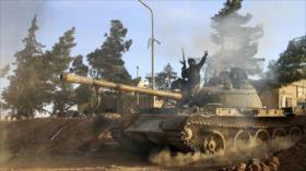 Vídeo: Ejército sirio despliega gran convoy militar en Al-Raqa