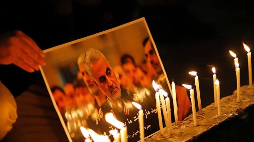 Realizan una ceremonia de luto en Teherán, capital persa, para el teniente general Qasem Soleimani, asesinado por EE.UU. (Foto: Mizan)