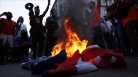 Vídeo: Manifestantes queman bandera de EEUU cerca de Casa Blanca