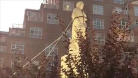 Derriban estatua de Cristóbal Colón en EEUU y la arrojan al agua