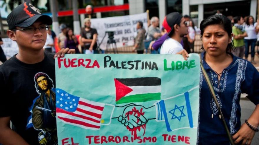 Protestan frente a la embajada de Israel en San Salvador, El Salvador, 14 de julio (Foto: AFP)