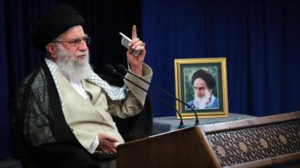 Líder iraní repudia expansionismo israelí y ratifica apoyo a Palestina