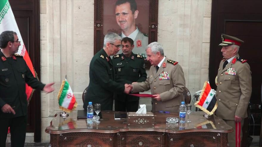 El jefe del Estado Mayor de las FF.AA. de Irán, Mohamad Hosein Baqeri, y el ministro de Defensa sirio, Ali Abdulá Ayub, Damasco, 8 de julo de 2020.