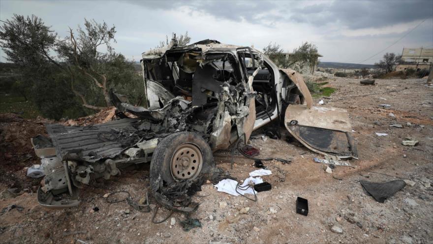Los restos de un vehículo turco después de un ataque en la provincia siria de Idlib, 28 de febrero de 2020. (Foto: AFP)