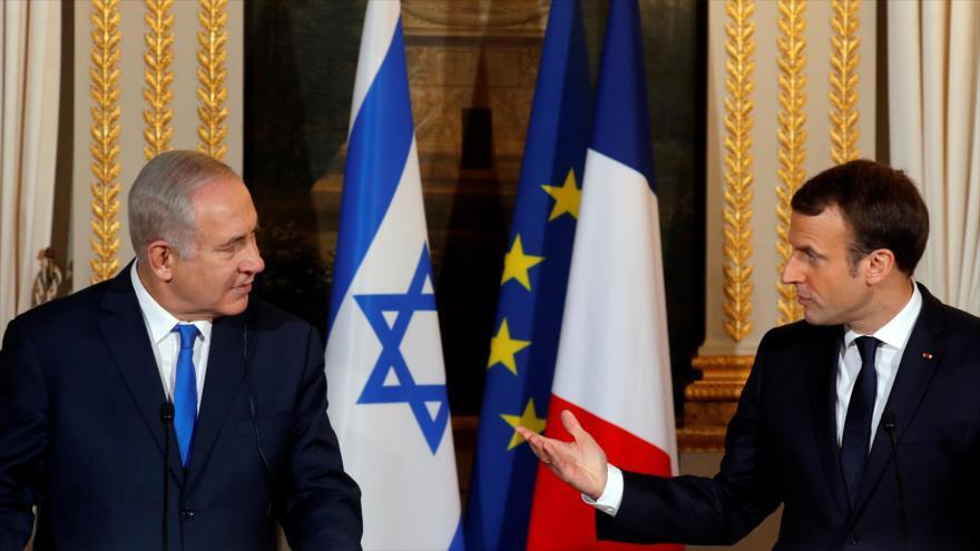El primer ministro israelí, Benjamin Netanyahu (izda.), y el presidente francés, Emmanuel Macron, en una reunión en el Palacio del Elíseo, en París.