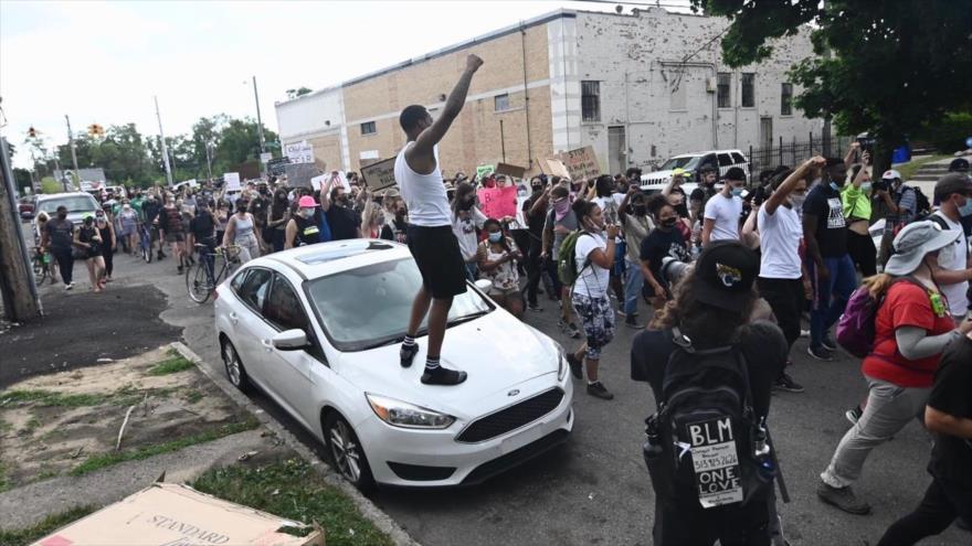 Vídeo: Policía de EEUU mata a tiros a un afroamericano de 19 años | HISPANTV