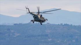 Helicóptero ruso sobrevuela a baja altitud zona terrorista en Alepo