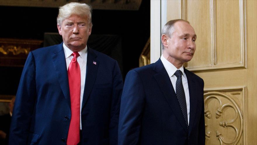 El presidente ruso, Vladimir Putin (dcha.), junto a su par de EE.UU., Donald Trump, en Helsinki, capital de Finlandia, julio de 2018. (Foto: AP)