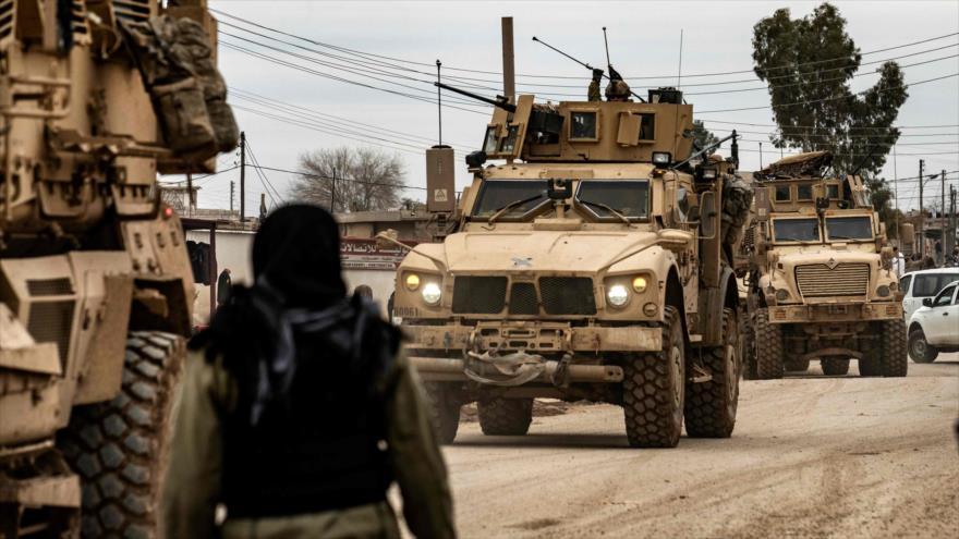 Un convoy militar estadounidense en la ciudad siria de Al-Qamishli, en Al-Hasaka, 12 de febrero de 2020. (Foto: AFP)