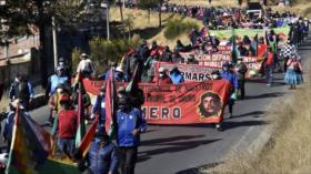 Bolivianos protetsan contra decretos del gobierno de facto