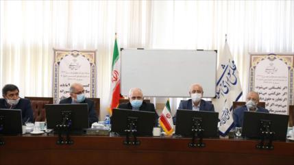 Zarif: Omán y China cooperan para desbloquear fondos de Irán