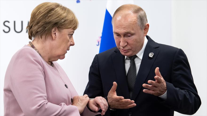 El presidente de Rusia, Vladimir Putin, y la canciller alemana, Angela Merkel.
