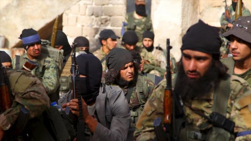 Los terroristas del Frente Al-Nusra en Idlib, Siria, 28 de mayo de 2015. (Foto: Reuters)