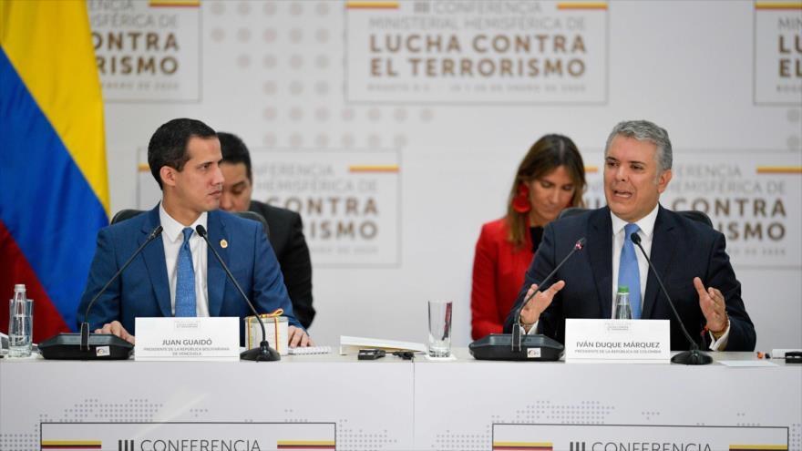 El presidente de Colombia, Iván Duque (dcha.), junto con el opositor venezolano Juan Guiadó en Bogotá, la capital, 20 de enero de 2020. (Foto: AFP)