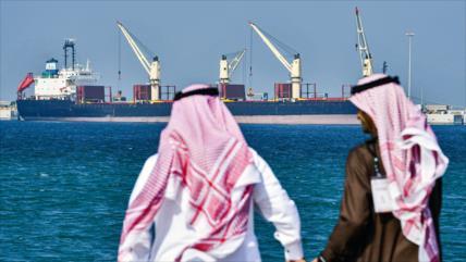 Exportaciones de petróleo saudí registran mayor caída en 10 años