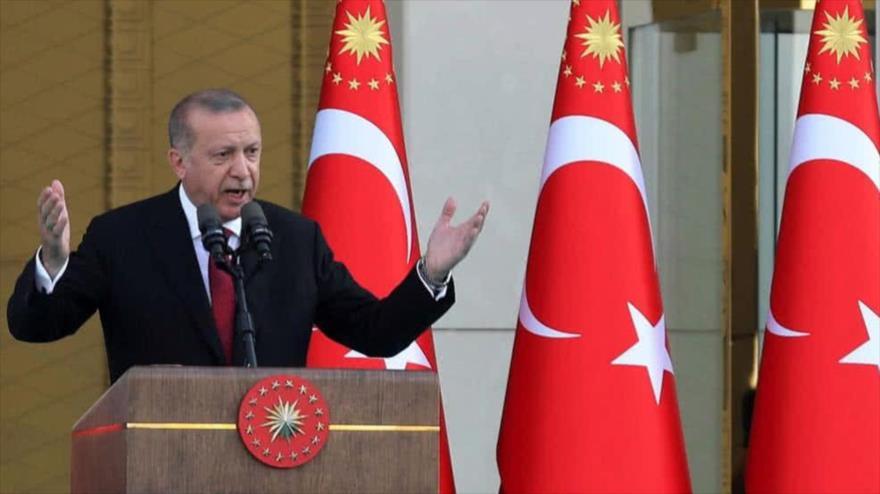 El presidente turco, Recep Tayyip Erdogan, ofrece un discurso ante miembros de su formación política, AKP, en Ankara.