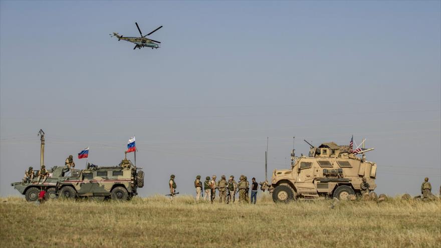 Vídeo: Militares rusos bloquean un vehículo de EEUU en Siria   HISPANTV