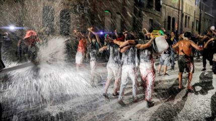 Policía reprime a manifestantes que piden renuncia de Netanyahu