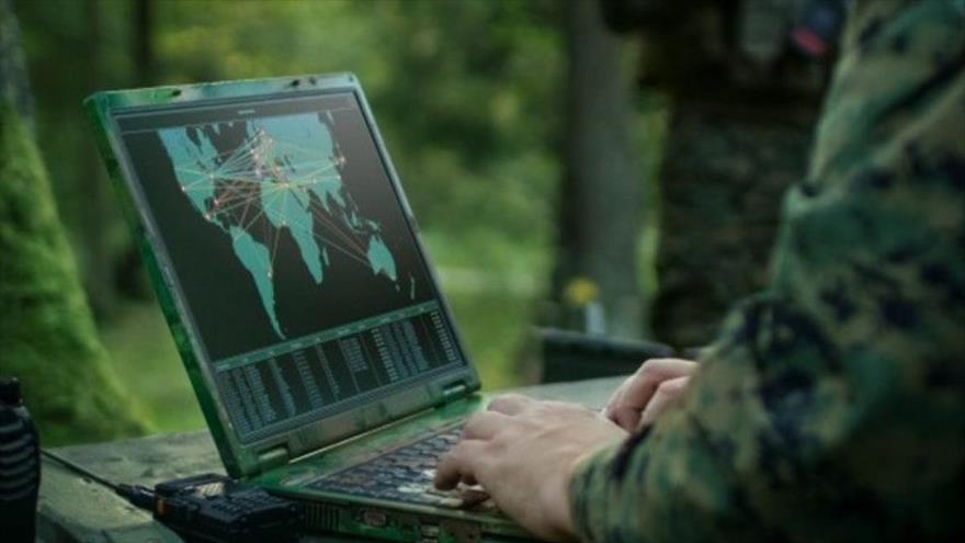 Un oficial de Marina de EE.UU. fue acusado de enviar un correo electrónico confidencial a un ciudadano ruso.