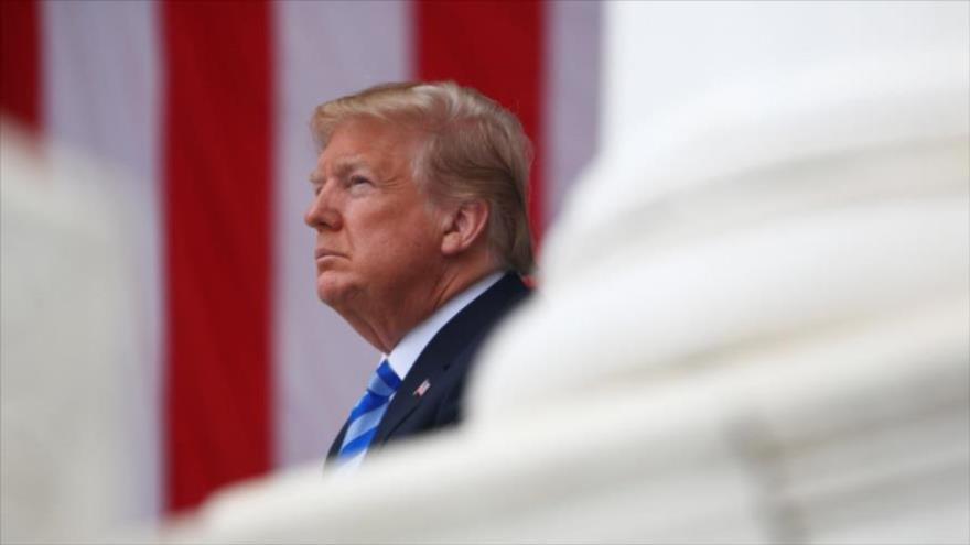 El presidente de EE.UU., Donald Trump, es visto en el Cementerio Nacional de Arlington en Virginia. (Foto: Reuters)