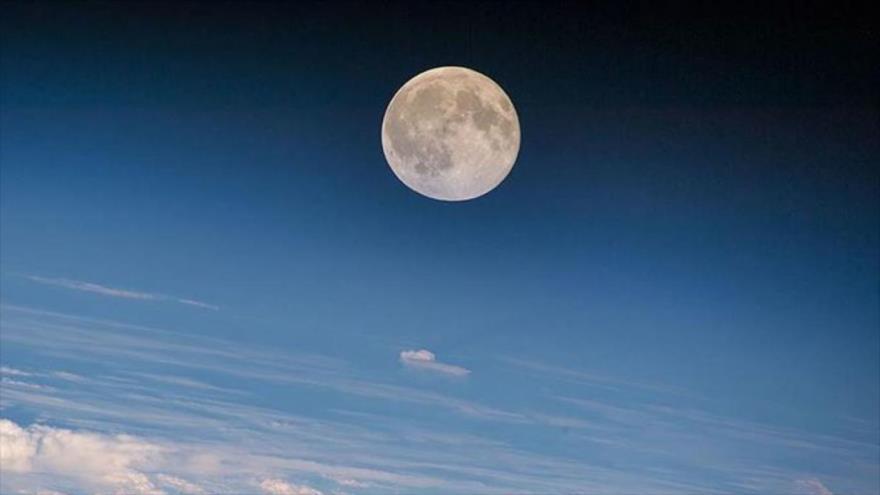 Científicos consideran que la Luna podría ser más joven de lo que se pensaba.
