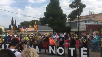 Españoles protestan contra presencia del rey Felipe VI en Cataluña