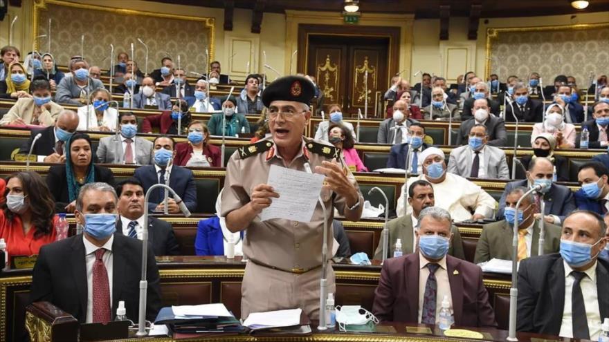 El general Mamdouh Shahin, vice ministro de Defensa de Egipto, ante el Parlamento egipcio, 20 de julio de 2020. (Foto: Efe)