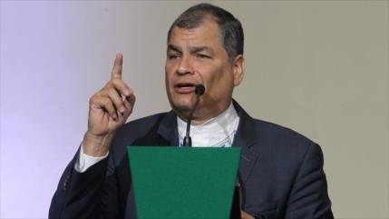 """Justicia condena a Correa a cárcel; expresidente lo ve """"ridículo"""""""