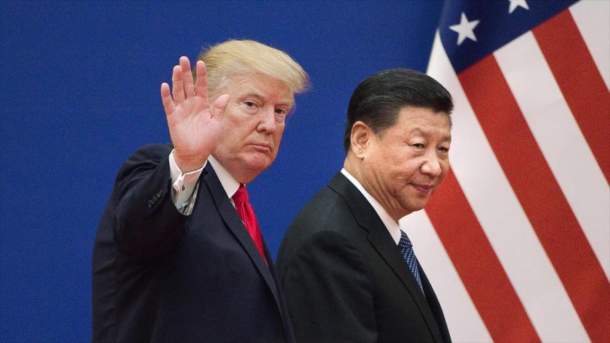 Los presidentes de EE.UU. Donald Trump (izda.) y del chino, Xi Jinping, tras una reunión en Pekín, capital china, 9 de noviembre de 2017. (Foto: AFP)