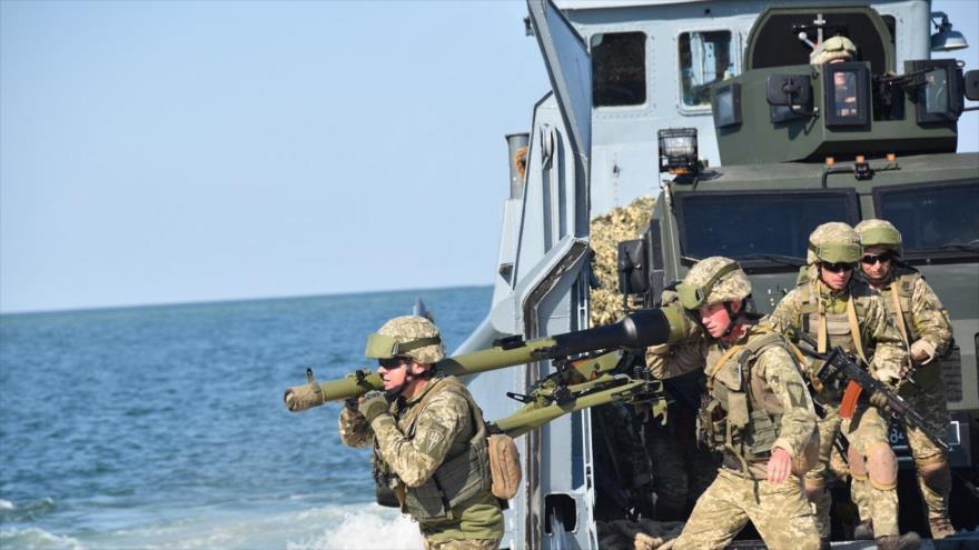 Fuerzas de la Armada de Ucrania durante una operación en el mar Negro.