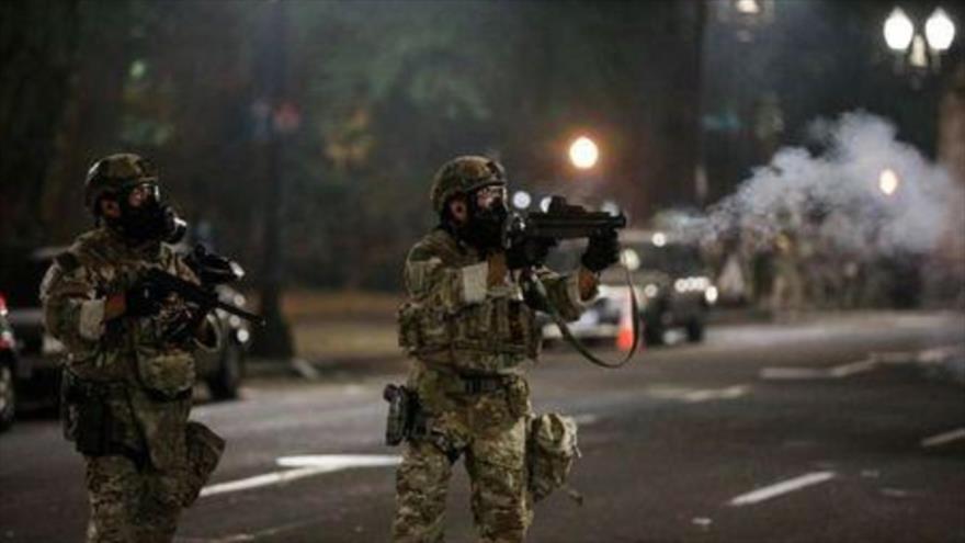 Policía de EEUU reprime protestas raciales con diversas municiones