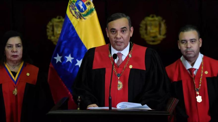 El presidente del Tribunal Supremo de Venezuela (TSJ), Maikel Moreno, habla en una sesión del organismo en Caracas, 12 de junio de 2020. (Foto: AFP)