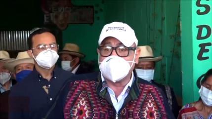 Presidente de Guatemala se enfrenta con líderes indígenas