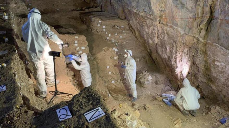 Los arqueólogos realizan excavaciones en una cueva llamada Chiquihuite, en el estado de Zacatecas, al norte de México.