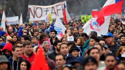 """Contundente éxito de protestas"" antigubernamentales en Chile"