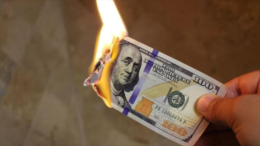 Economistas afirman que el valor del dólar de EEUU cae en picada | HISPANTV