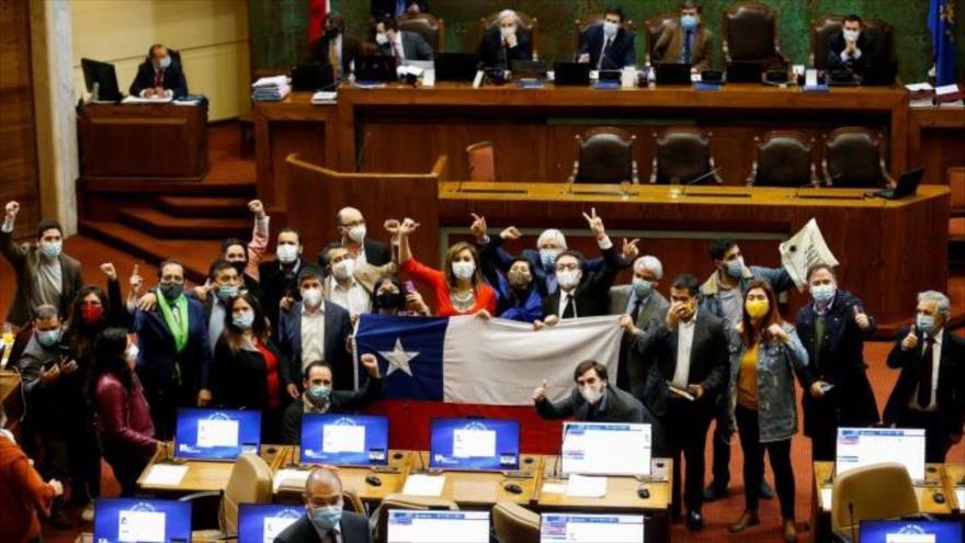 Congreso aprueba ley que desafía gestión de Piñera de coronavirus | HISPANTV