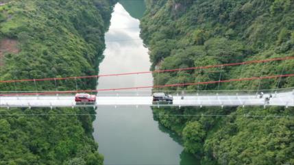 Vídeo: Vean el puente de cristal más largo del mundo en China